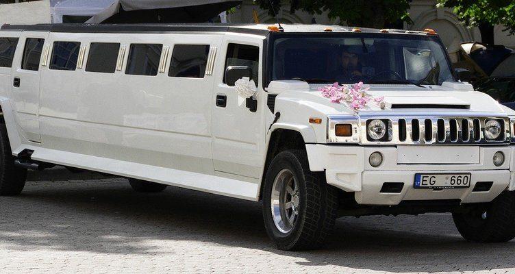 Лимузини под наем за абитуриентските балове
